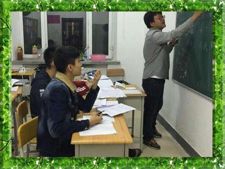 图片为哈尔滨新发展高考全日制学生自习现场照片
