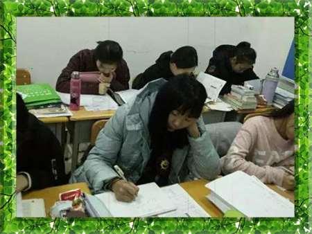 图片为哈尔滨新发展高考全日制学生上课现场照片